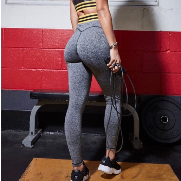 231fb7e5ad50 Sommer Ray butt lift varsity grey active legging. M 5c154688df0307adc4004816